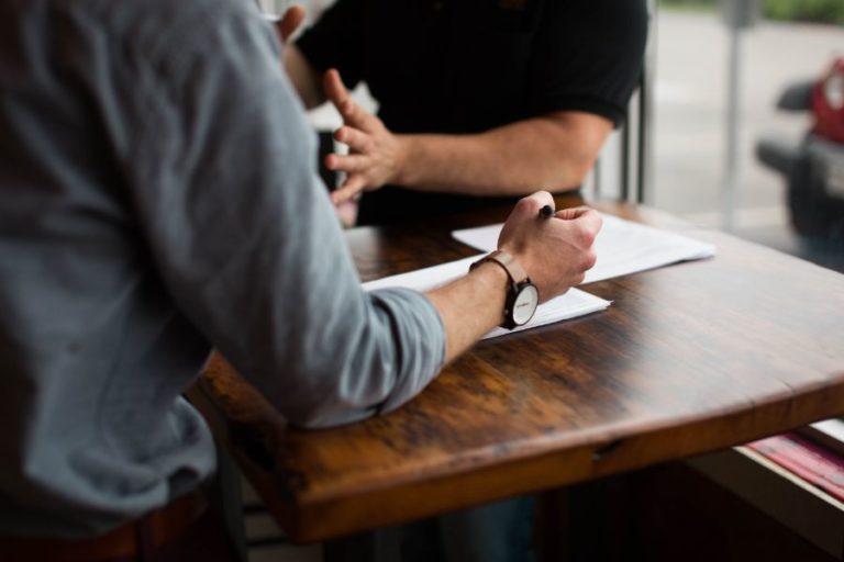 Jak skutecznie negocjować podwyżkę? Instrukcja krok po kroku