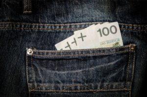 Ile oszczędza przeciętny Polak?