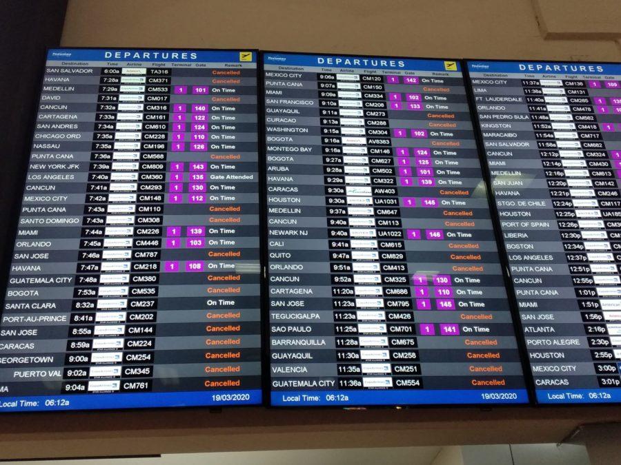 jak podróżować w czasach pandemii koronawirusa - tablica odlotów Panama