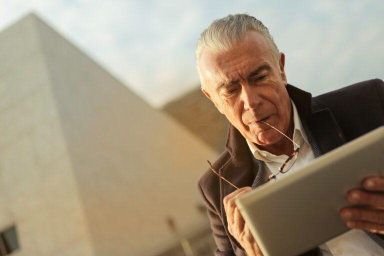 Jak wypłacić pieniądze z IKE i IKZE? Wypłata, zwrot i częściowy zwrot