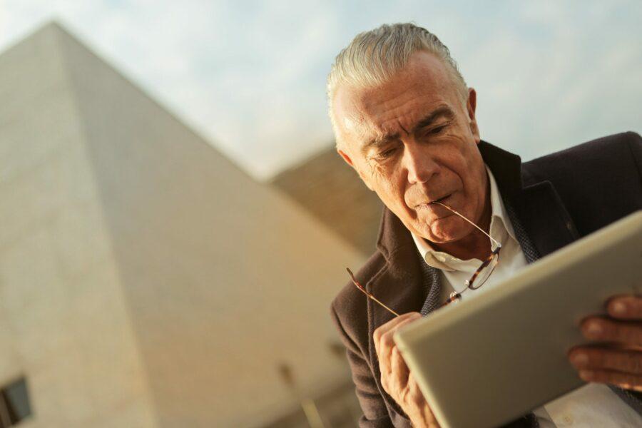 You are currently viewing Jak wypłacić pieniądze z IKE i IKZE? Wypłata, zwrot i częściowy zwrot